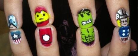 Se você fizesse isso com certeza ele repararia que você pintou as unhas!
