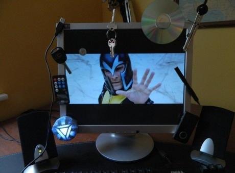 E tiro todas as peças de metal de perto do PC quando vou assistir X-men nele!