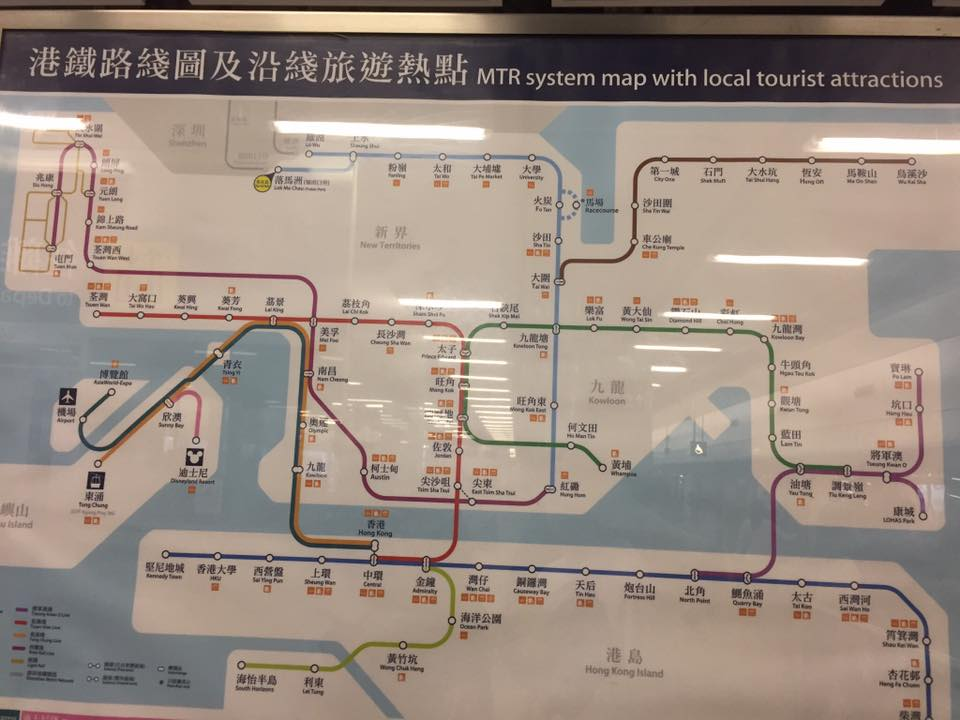 Mapa do metrô de Hong Kong (ali no canto esquerdo dá pra ver as estações do aeroporto e da Disney)
