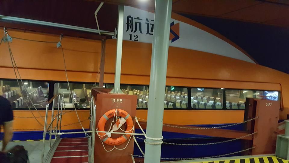 Balsa que sai do aeroporto de Hong Kong e vai para Macau e os portos de Shenzhen.