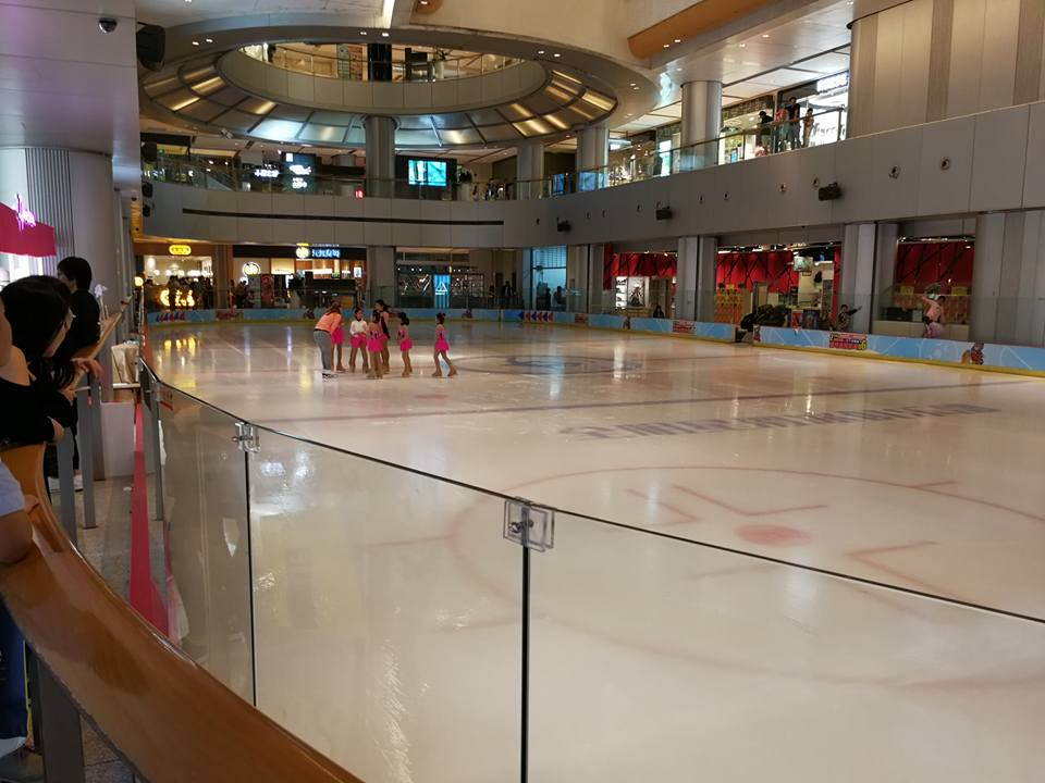Pista de patinação dentro do shopping